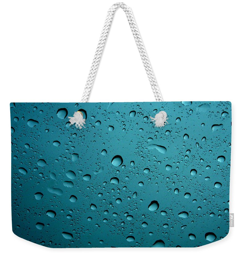 Abstract Weekender Tote Bag featuring the photograph Raindrops by Linda Sannuti
