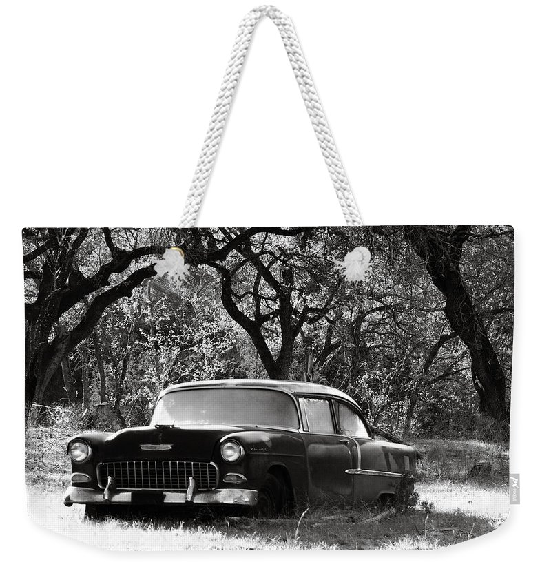 Americana Weekender Tote Bag featuring the photograph Resting Amongst The Oaks by Marilyn Hunt