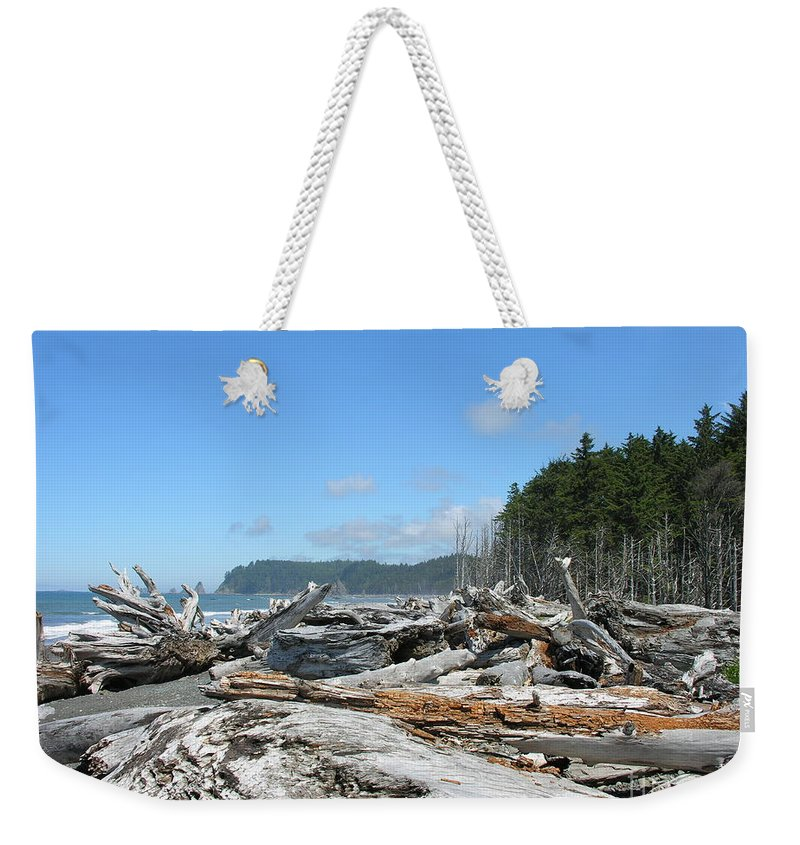Rialto Beach Washignton Weekender Tote Bag featuring the photograph Rialto Beach Washington by Diane Greco-Lesser