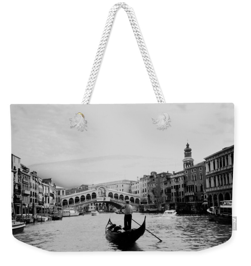 Gondolier Weekender Tote Bag featuring the photograph Rialto Bridge In Venice by Heike Hellmann-Brown