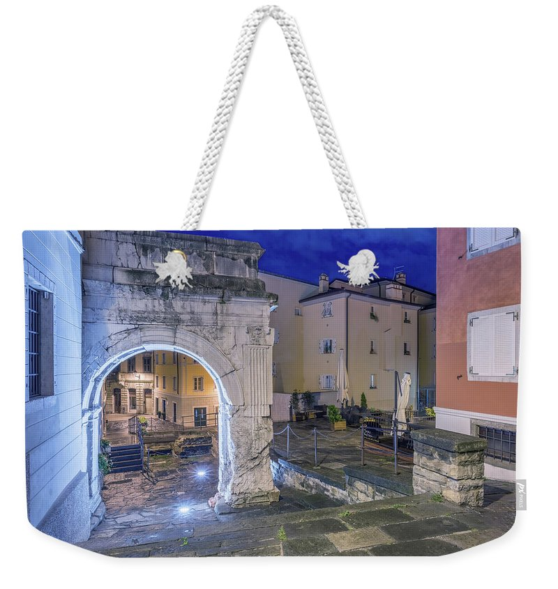 Cities Weekender Tote Bag featuring the photograph Richard's Arch by Videophotoart Com