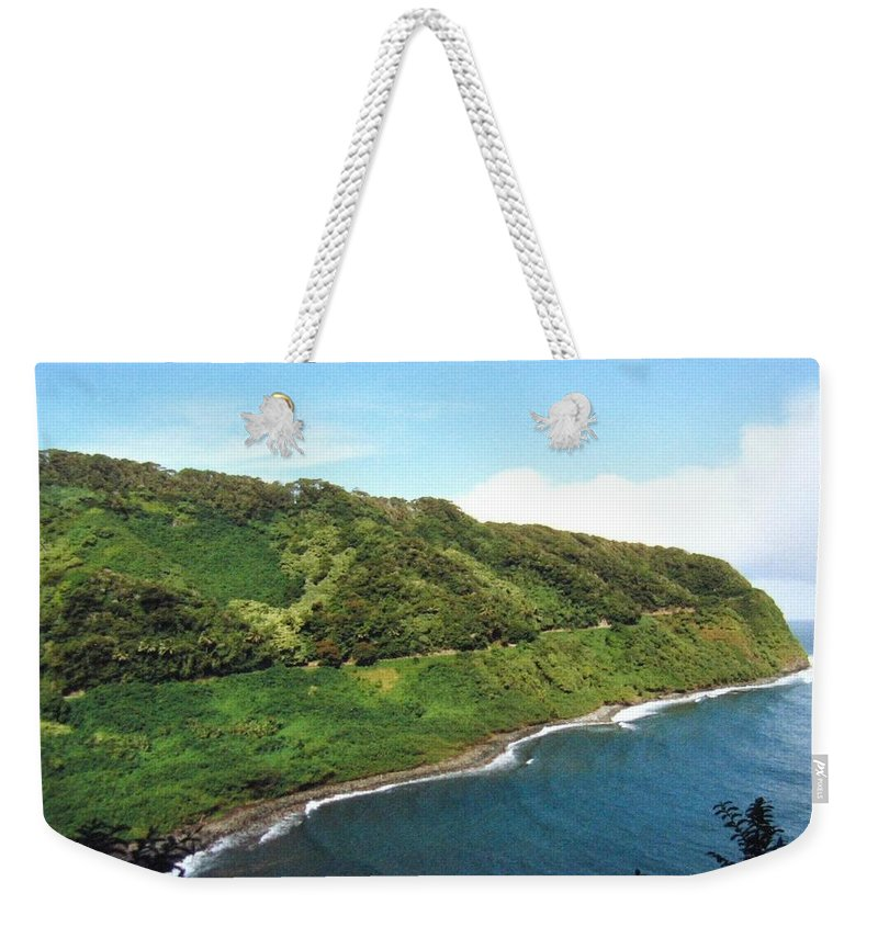 1986 Weekender Tote Bag featuring the photograph Road To Hana by Will Borden
