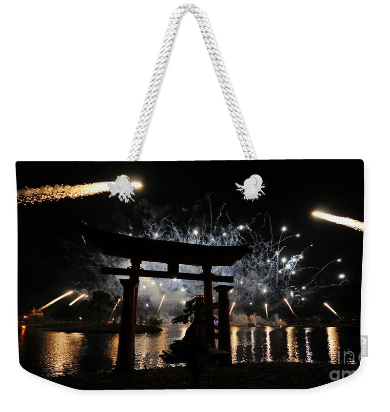 Fireworks Weekender Tote Bag featuring the photograph Rockets Red Glare by David Lee Thompson