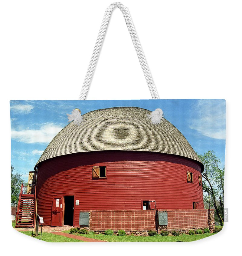 66 Weekender Tote Bag featuring the photograph Route 66 - Round Barn by Frank Romeo