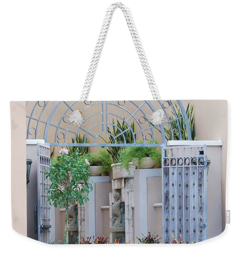 Architecture Weekender Tote Bag featuring the photograph Seahorse Fountian by Rob Hans