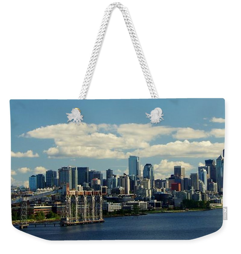 Seattle Weekender Tote Bag featuring the photograph Seattle Skyline by Phyllis Spoor