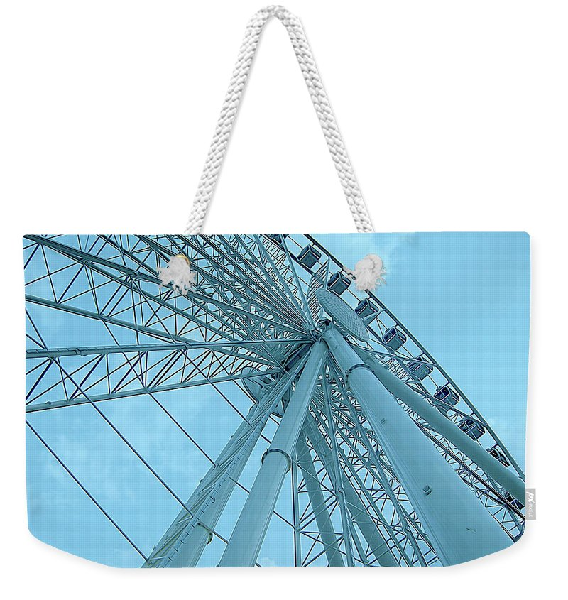 Seattle Weekender Tote Bag featuring the photograph Seattle Wheel by Linda Carruth