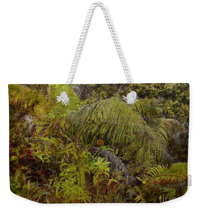 Hawaii Weekender Tote Bag featuring the photograph Serendipity by Paulette B Wright