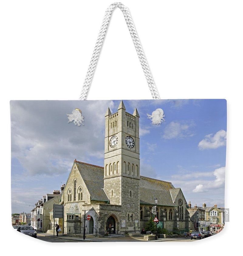Shanklin Weekender Tote Bag featuring the photograph Shanklin United Reformed Church by Rod Johnson