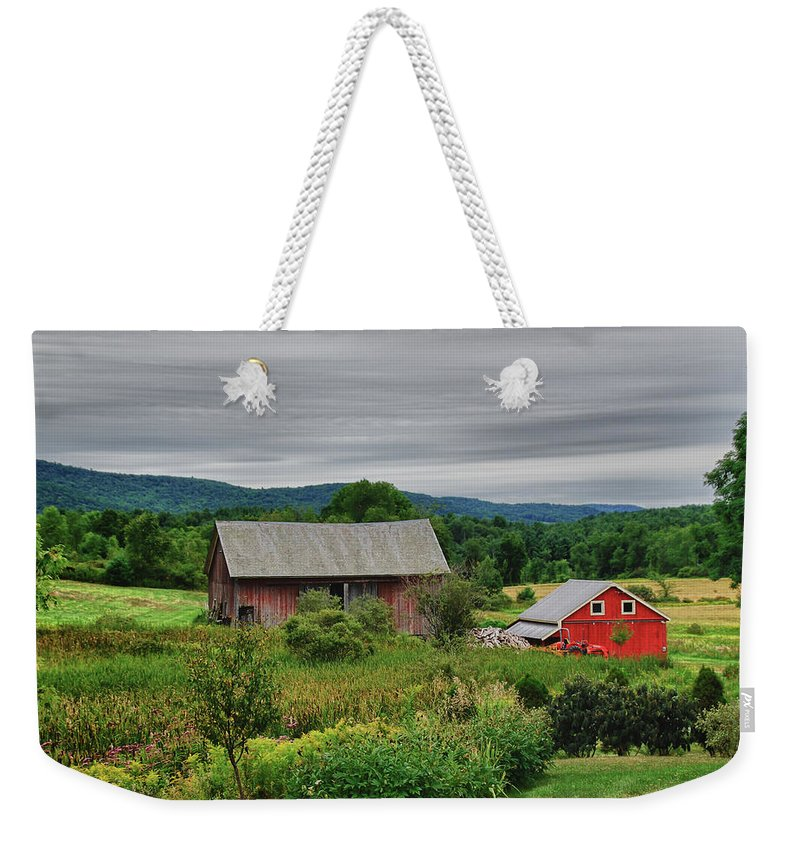 Barn Weekender Tote Bag featuring the photograph Shushan Barn 5807 by Guy Whiteley