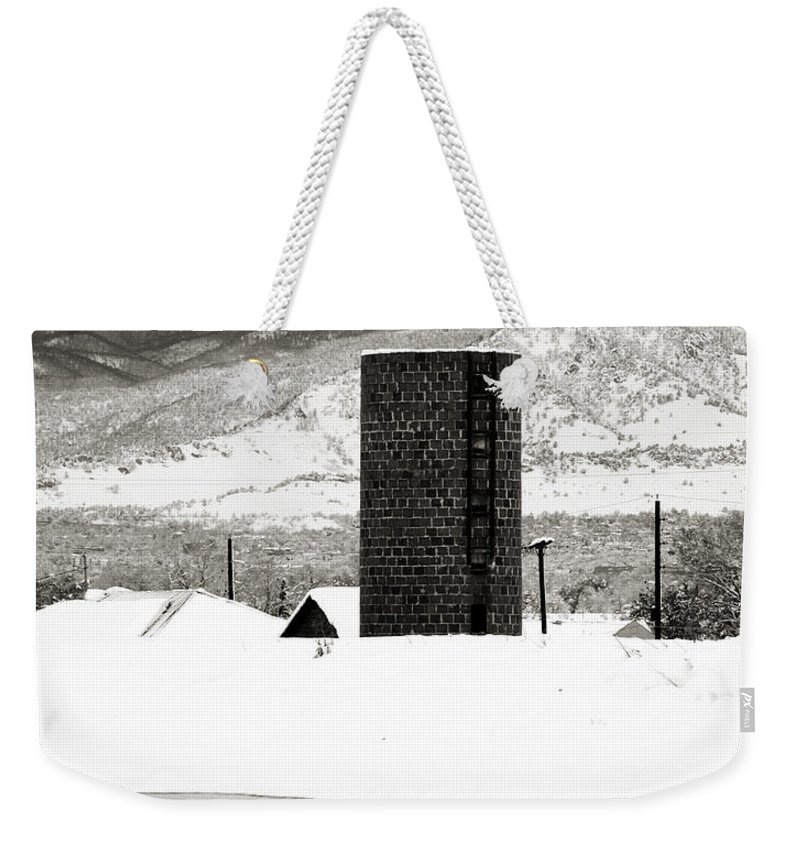 Colorado Weekender Tote Bag featuring the photograph Silo And Silence by Marilyn Hunt