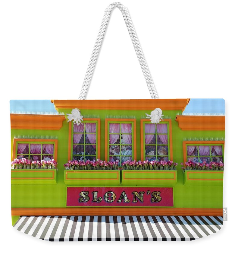 Architecture Weekender Tote Bag featuring the photograph Sloans by Rob Hans