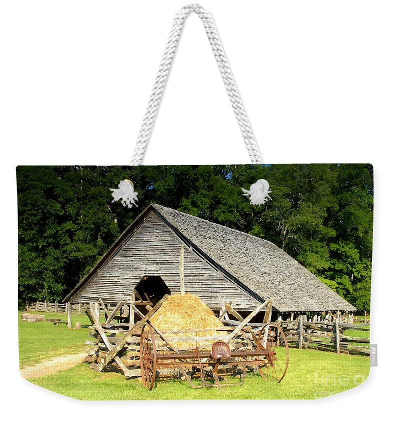Smoky Mountains Weekender Tote Bag featuring the photograph Smoky Mountain Farm by David Lee Thompson