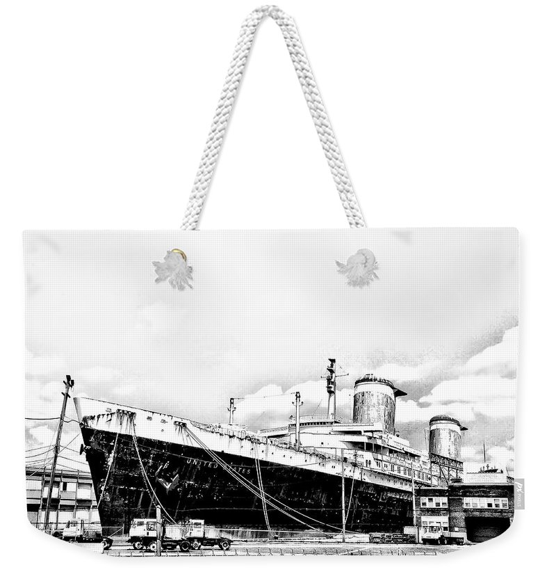 Philadelphia Weekender Tote Bag featuring the photograph Ss United States by Bill Cannon