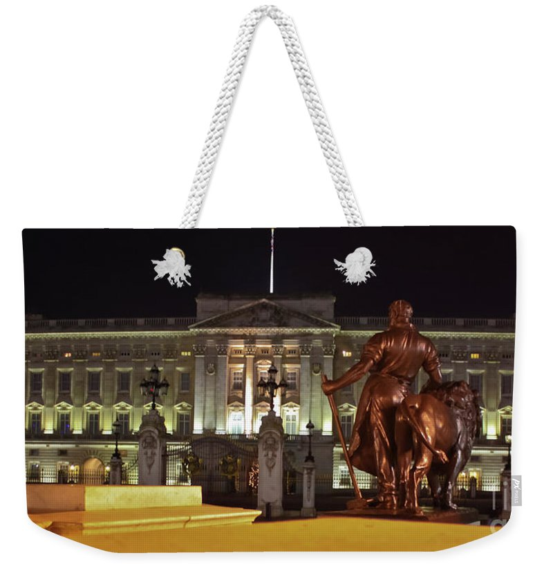 Buckingham Palace Weekender Tote Bag featuring the photograph Statues View Of Buckingham Palace by Terri Waters
