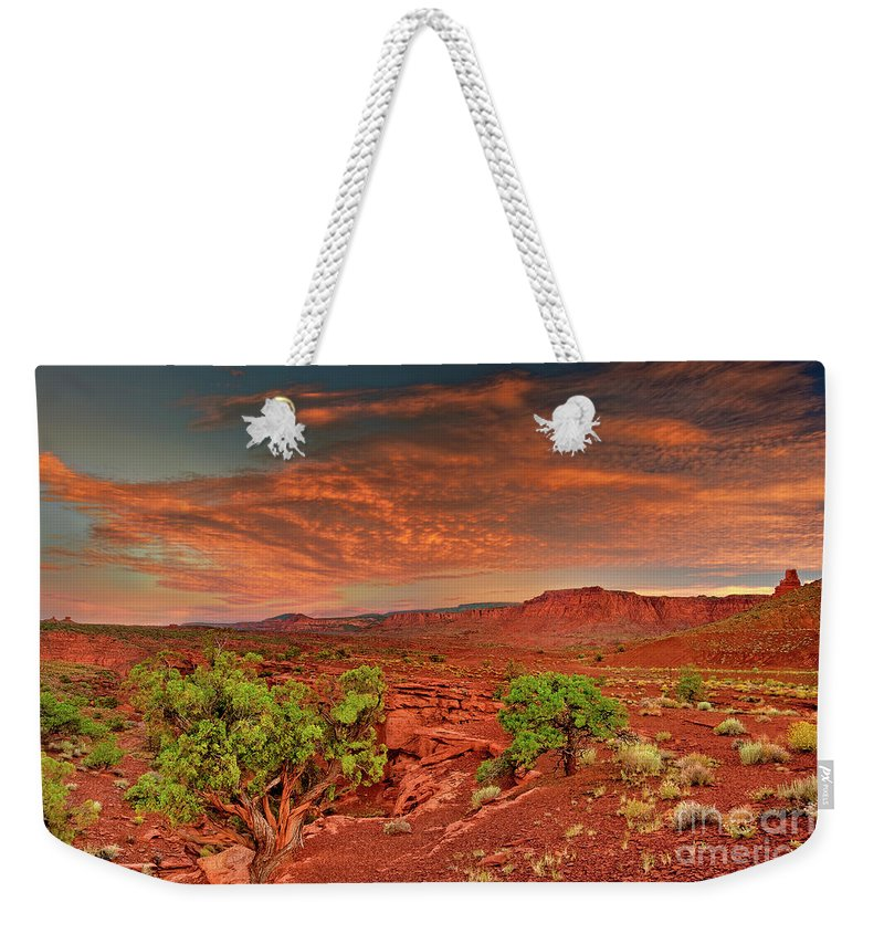 North America Weekender Tote Bag featuring the photograph Sunrise In Capitol Reef National Park Utah by Dave Welling