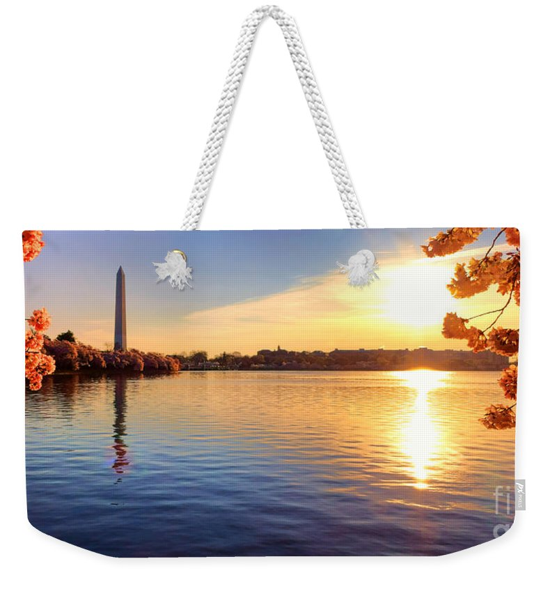Tidal Weekender Tote Bag featuring the photograph Sunrise On The Tidal Basin by Olivier Le Queinec