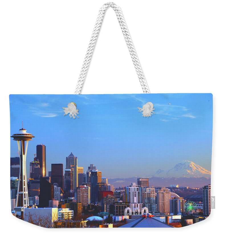 Great Wheel Weekender Tote Bag featuring the photograph Sunset Seattle by Brian O'Kelly