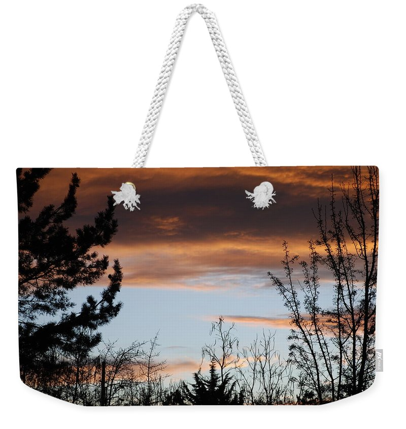 Sunset Weekender Tote Bag featuring the photograph Sunset Thru The Trees by Rob Hans