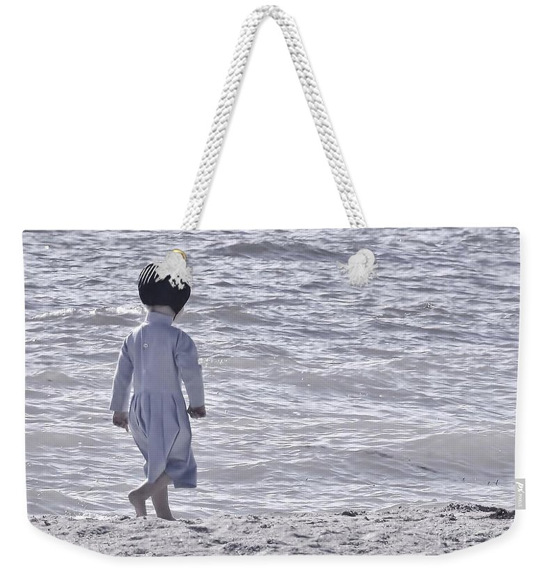 Day At The Beach Weekender Tote Bag featuring the photograph Black Bonnet by Lisa Renee Ludlum