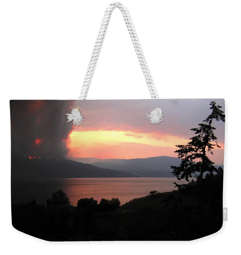 Forest Fire Weekender Tote Bag featuring the photograph Terrace Mountain Fire 4 by Will Borden