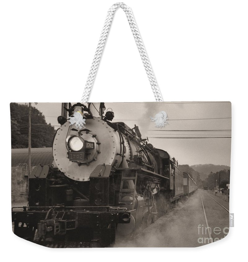 Trains Weekender Tote Bag featuring the photograph The 1702 At Dillsboro by Richard Rizzo