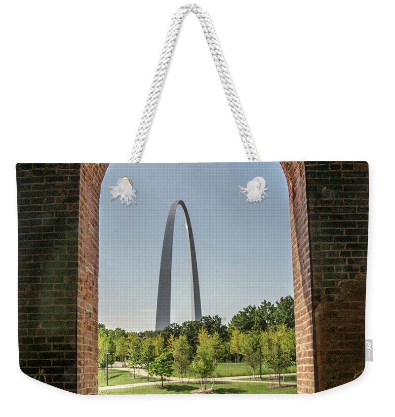 St. Louis Arch Weekender Tote Bag featuring the photograph The Gateway To The Arch by David Taylor
