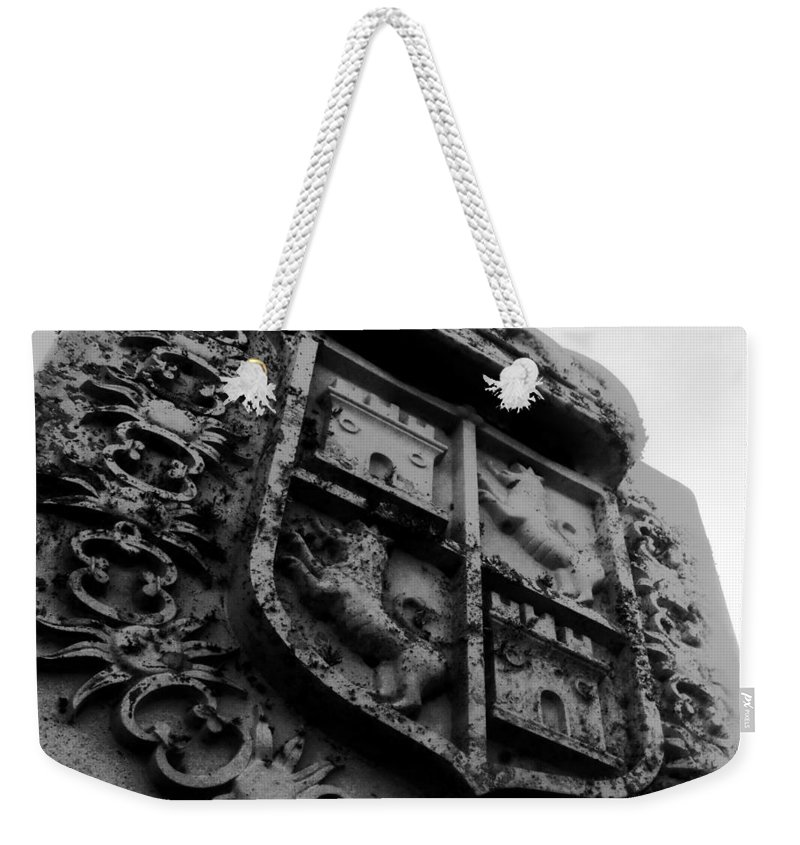 Crest Weekender Tote Bag featuring the photograph The Kings Crest by David Lee Thompson