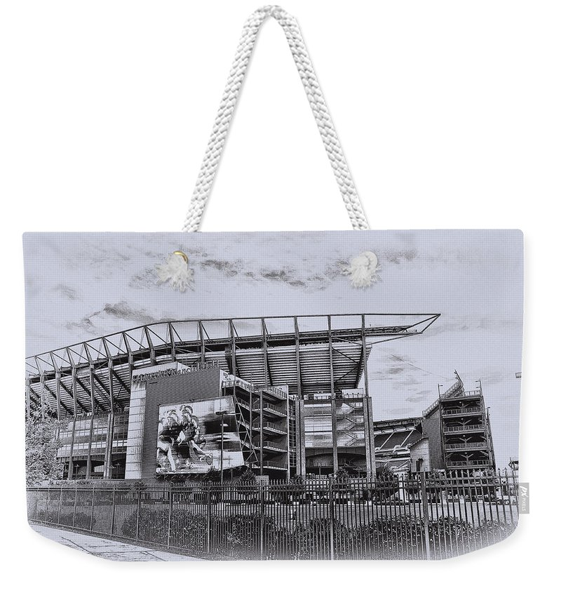 Linc Weekender Tote Bag featuring the photograph The Linc - Philadelphia Eagles by Bill Cannon