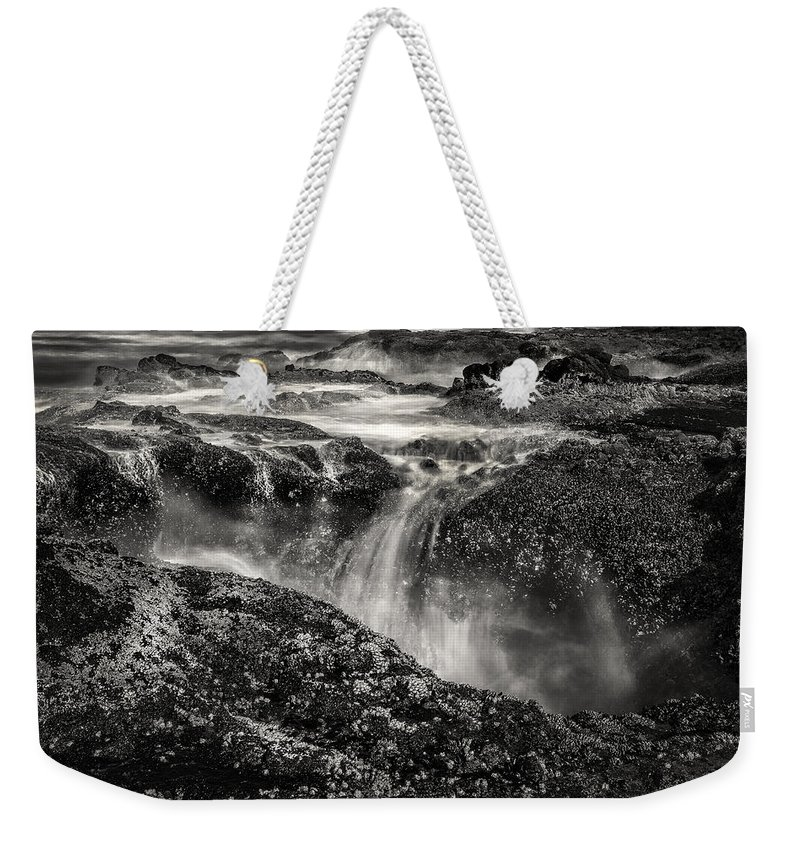 Thor's Well Weekender Tote Bag featuring the photograph Thor's Well by Diana Powell