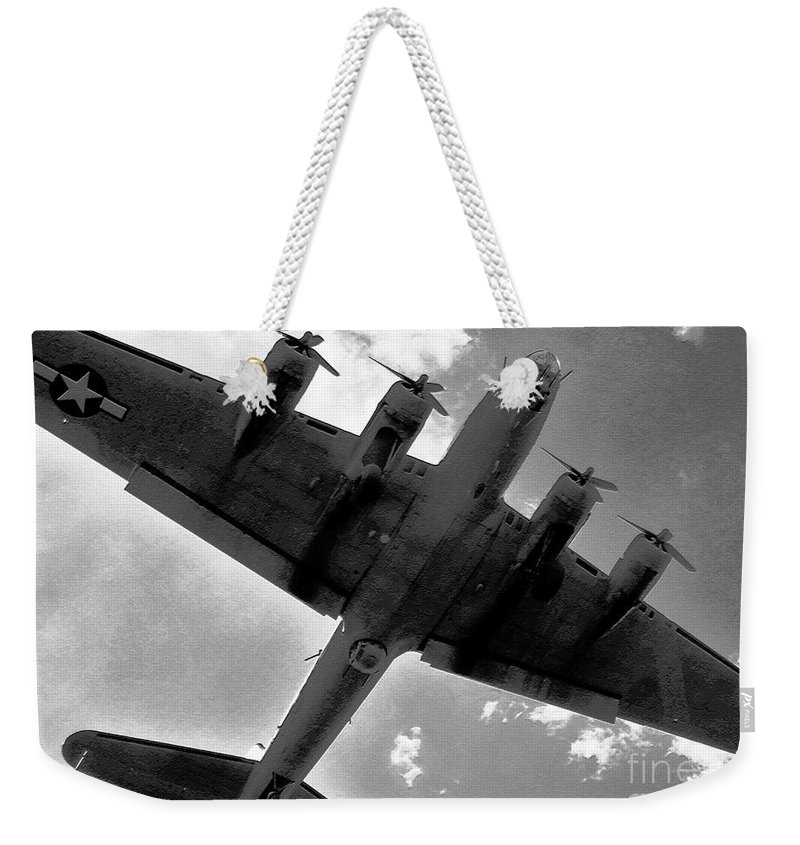 B 17 Weekender Tote Bag featuring the photograph Tough Old Bird by David Lee Thompson