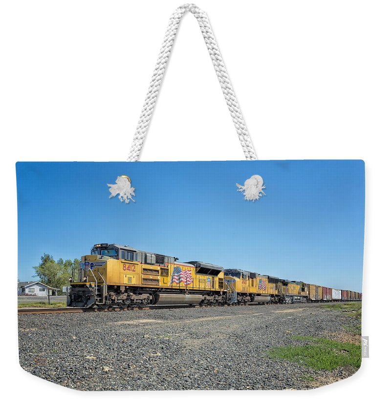 California Weekender Tote Bag featuring the photograph Up8412 by Jim Thompson