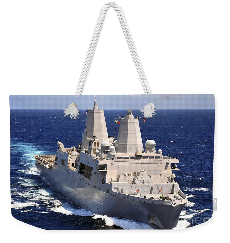 Transit Weekender Tote Bag featuring the photograph Uss Green Bay Transits The Indian Ocean by Stocktrek Images