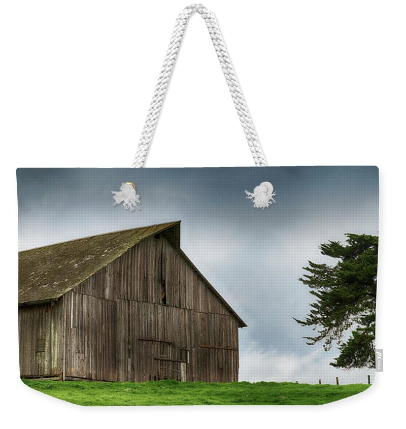 Old Barn Weekender Tote Bag featuring the photograph Victorian Barn by Stan Angel