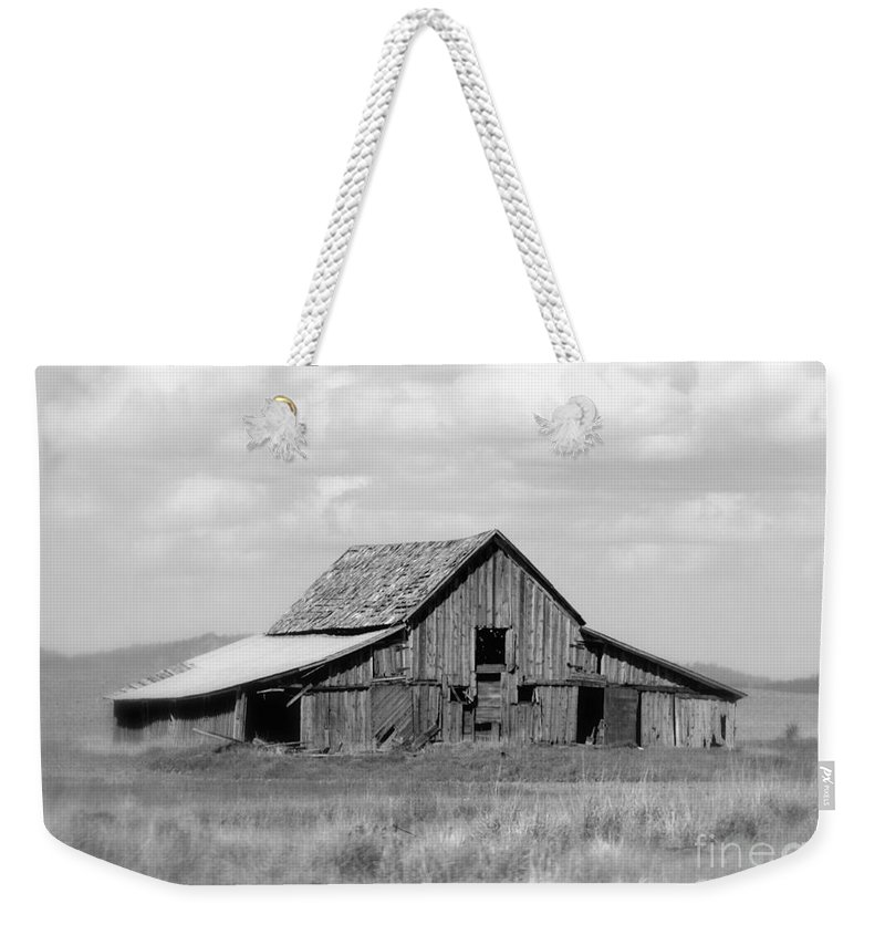 Barn Weekender Tote Bag featuring the photograph Warm Memories - Black And White by Carol Groenen