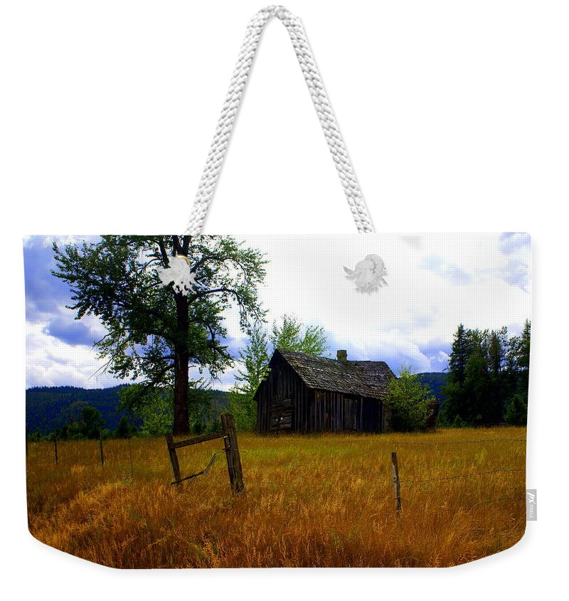 Landscape Weekender Tote Bag featuring the photograph Washington Homestead by Marty Koch