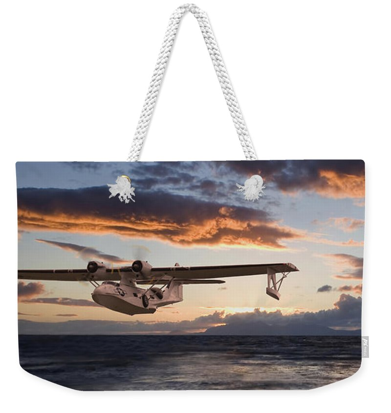 Aircraft Weekender Tote Bag featuring the photograph Westering Home by Pat Speirs
