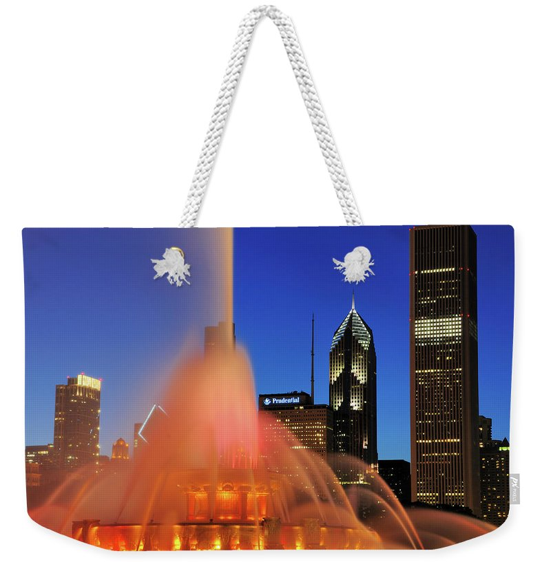 Tranquility Weekender Tote Bag featuring the photograph Buckingham Fountain, Chicago by Bruce Leighty