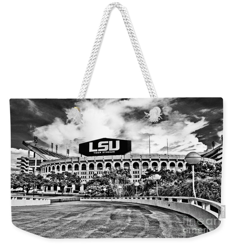 Black & White Weekender Tote Bag featuring the photograph Death Valley - Hdr Bw by Scott Pellegrin