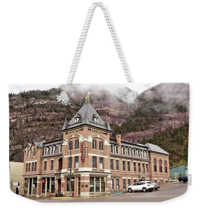 Building Weekender Tote Bag featuring the photograph Ouray Colorado - Architecture - Hotel by John Trommer