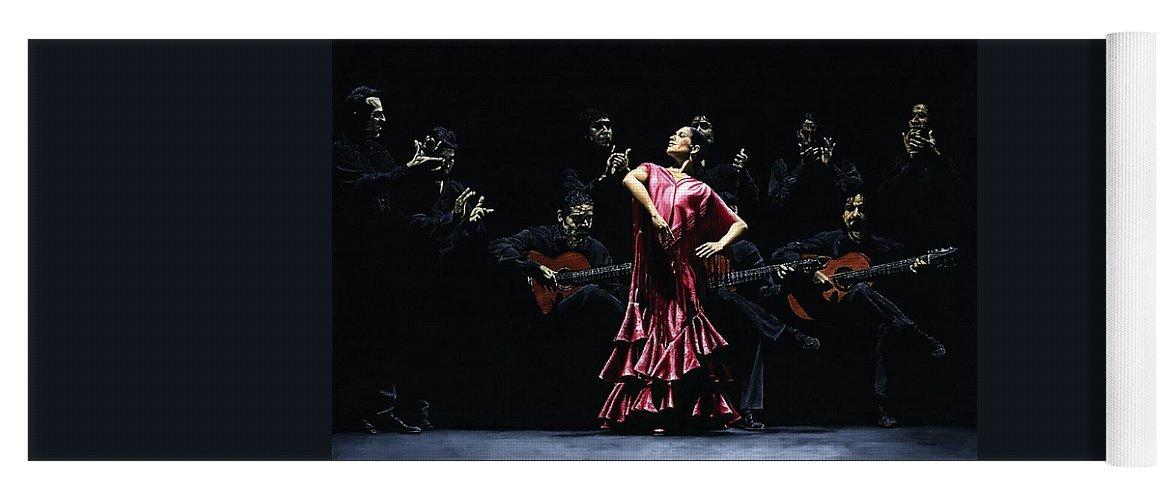 Flamenco Yoga Mat featuring the painting Bailarina Orgullosa del Flamenco by Richard Young