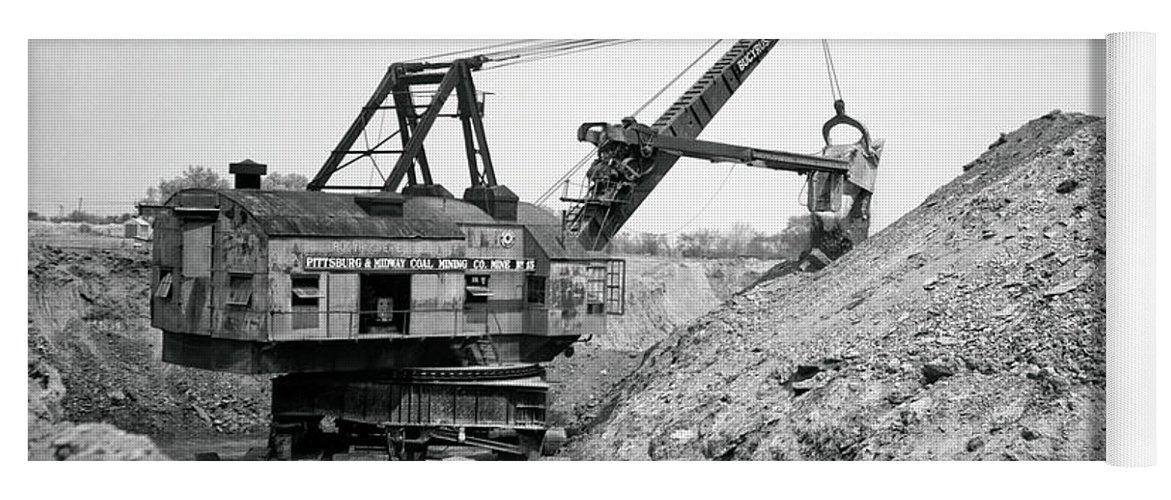 Bucyrus Erie Vintage Logo T-Shirt Cranes Trains Construction