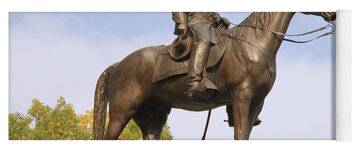 General Robert E. Lee Yoga Mat featuring the photograph Lee At Gettysburg by Mick Burkey
