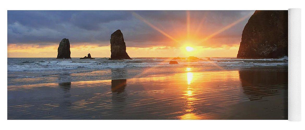 Amazing Yoga Mat featuring the photograph Amazing Oregon by Chad Dutson