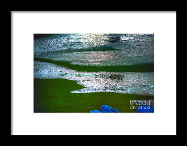 New World Modern Views Foto Craft Framed Print featuring the photograph At The Edge by Rick Bragan