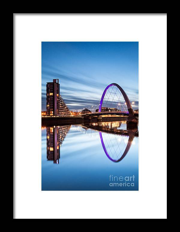 Glasgow Framed Print featuring the photograph Glasgow River At Night by John Farnan
