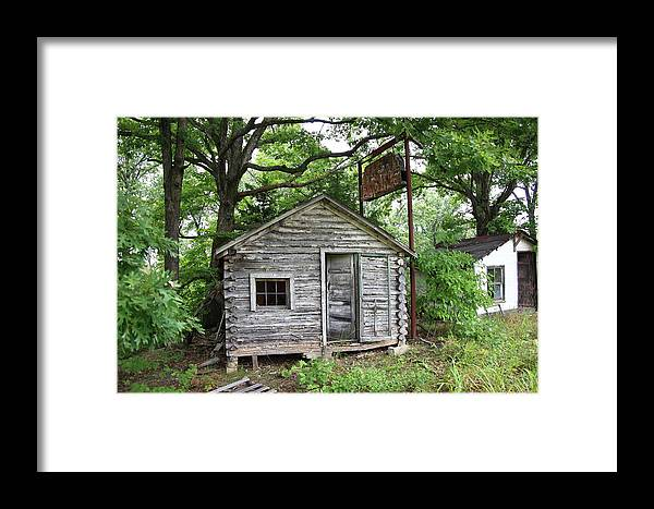 66 Framed Print featuring the photograph Route 66 - John's Modern Cabins by Frank Romeo