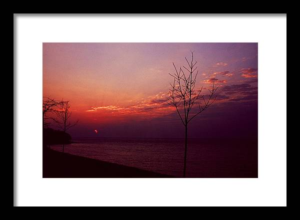 Sunset Framed Print featuring the photograph 112601-20 by Mike Davis