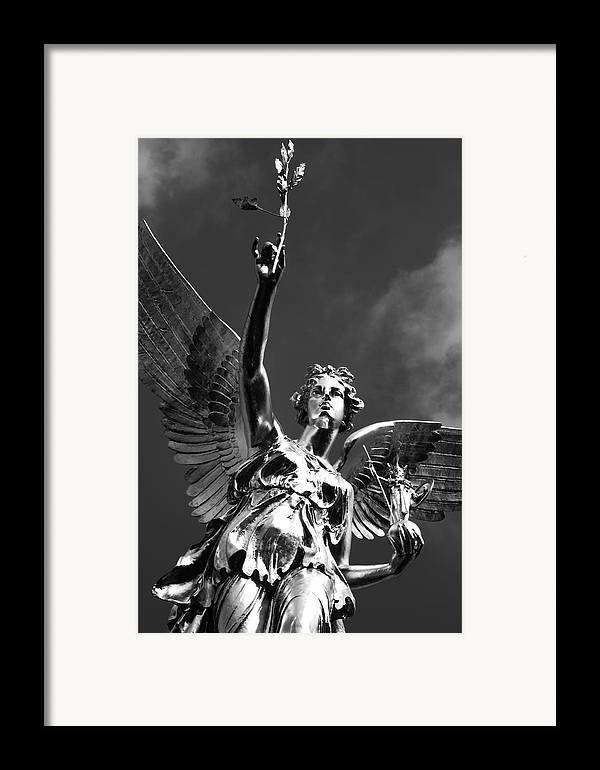 Monument Framed Print featuring the photograph Angel Of Peace by Marc Huebner