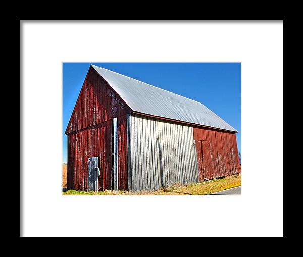 Barn Framed Print featuring the photograph Barn By Side Of Road by Karen Lambert
